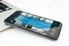 Ny Apple Iphone X flaggskeppsmartphone som förläggas på den vita tabellen Fotografering för Bildbyråer