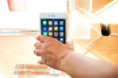 Ny Apple iPhone 6 och iPhone 6 plus Fotografering för Bildbyråer