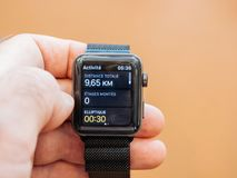 Ny Apple klockaserie 3 vård- app, kilometer Arkivbilder
