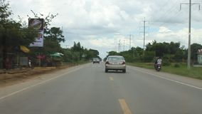 Ny asfaltväg i Cambodja lager videofilmer