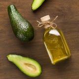 Ny avokadon och olja i flaska royaltyfri fotografi