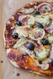 Ny baled pizza Fotografering för Bildbyråer