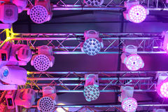 Ny belysningsutrustning för klubbor och konserthaller Arkivbild