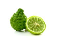 Ny bergamotört Kaffirlimefrukt på vit bakgrund arkivfoton