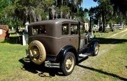 Ny Bern, NC: Cedar Grove Cemetery & modell A Ford Royaltyfri Bild