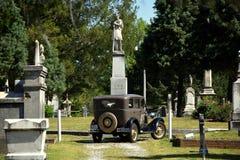 Ny Bern, NC: Cedar Grove Cemetery & modell A Ford Arkivbild