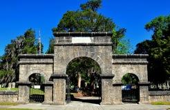 Ny Bern, NC: Gråta porten på Cedar Grove Cemetery Royaltyfri Bild