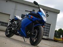 ny blå kulör motorbike Royaltyfri Bild