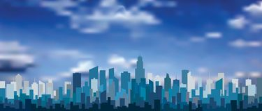 Ny blått står högt moln Arkivfoto