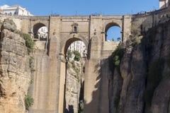 Ny bro över den Guadalevin floden i Ronda, Malaga, Spanien Popula Royaltyfri Foto