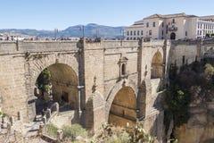 Ny bro över den Guadalevin floden i Ronda, Malaga, Spanien Popula Arkivfoton