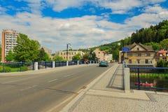 Ny bro över floden Jizera i Zelezny Brod Arkivbild