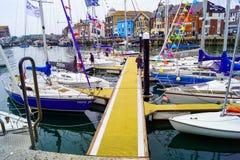 Ny brygga för att segla klubban arkivbilder