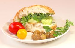 Ny bullesmörgås med ost arkivbild