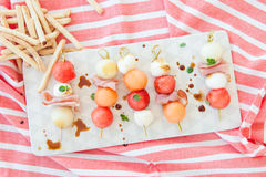 Ny cantaloupmelonmelon med mozzarellaen och skinka Fotografering för Bildbyråer