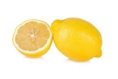 Ny citron för helhet och för halvt snitt på vit bakgrund Arkivfoto
