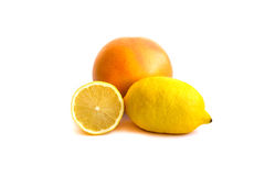 Ny citron och apelsin som isoleras på vit Fotografering för Bildbyråer