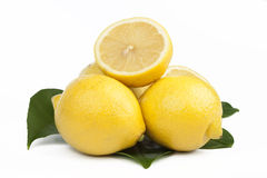 Ny citron på vit Arkivfoton