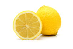 Ny citron som isoleras på vit bakgrund royaltyfria foton