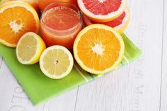Ny citrus fruktsaft royaltyfria foton
