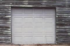 Ny dörr på gammalt garage Royaltyfri Fotografi