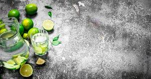 ny drink av mogna limefrukter Royaltyfri Fotografi
