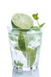 Ny drink med limefrukt och mintkaramellen royaltyfri bild