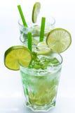 Ny drink med limefrukt och mintkaramellen royaltyfria foton
