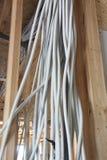 Ny elektrisk installation på trähuset royaltyfri foto