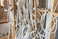 Ny elektrisk installation på trähuset fotografering för bildbyråer