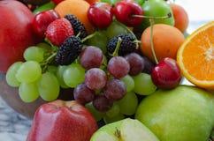 Ny färgrik fruktbakgrund Sunt äta och att banta concep royaltyfria foton