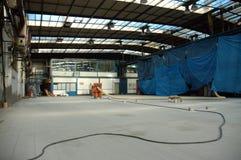 ny fabrikskorridor Arkivbild