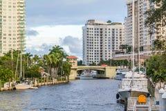 Ny flod i i stadens centrum Fort Lauderdale, Florida Arkivbilder