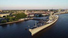 Ny flyg- sikt av slagskeppet - ärmlös tröja Delaware River Camden New Jersey arkivfilmer