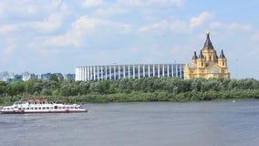 Ny fotbollsarena nära domkyrkan Nizhny Novgorod stock video