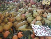 Ny frukt, bondes marknad Arkivbilder