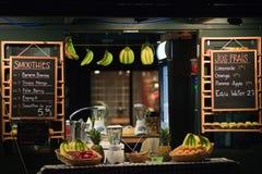 ny fruktfruktsaft shoppar Royaltyfria Bilder