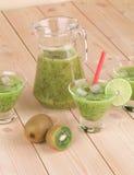 Ny fruktsaft för kiwi Royaltyfri Fotografi