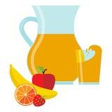 Ny fruktsaft i tillbringare och exponeringsglas och frukt Arkivfoto