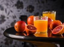 Ny fruktsaftblandningfrukt, sunda sunda drinkar, drink, friskhet, exponeringsglas som är moget, sugrör, sött som är tropiskt, stå Fotografering för Bildbyråer