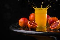 Ny fruktsaftblandningfrukt, sunda sunda drinkar, drink, friskhet, exponeringsglas som är moget, sugrör, sött som är tropiskt, stå Royaltyfri Bild
