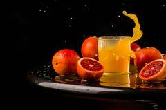 Ny fruktsaftblandningfrukt, sunda sunda drinkar, drink, friskhet, exponeringsglas som är moget, sugrör, sött som är tropiskt, stå Royaltyfri Foto