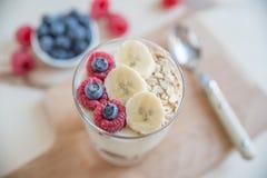 ny fruktyoghurt Arkivfoton