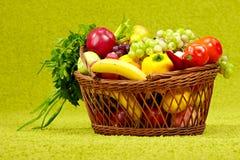 ny full produce för korg royaltyfri fotografi