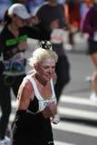 ny gammal kvinna york för stadsingmaraton Fotografering för Bildbyråer