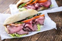 Ny gjord smörgås (med steknötkött) Royaltyfri Fotografi