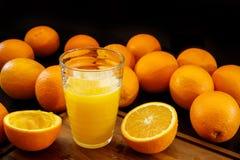 ny glass fruktsaftorange sund livstid för begrepp arkivbild