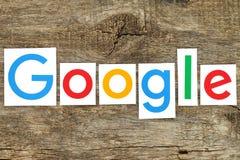 Ny Google logotyp på gammalt trä Arkivfoto