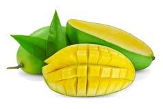 Ny grön mangofrukt som isoleras på vit royaltyfria foton