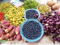 Ny grönsak på morgonmarknaden i Luang Prabang Arkivbild
